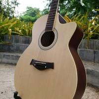 Gitar acoustik taylor body jumbo