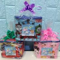 paket Souvenir ulang tahun Snack dan tas kubus packing plastik & pita