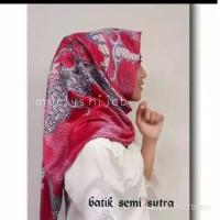JILBAB SEGI EMPAT BATIK SEMI SUTRA / BATIK SUTRA / KAIN BATIK PINK DAU