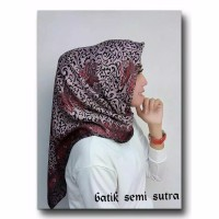 JILBAN SEGI EMPAT BATIK SEMI SUTRA / KERUDUNG MOTIF BATIK / MERAH ABU