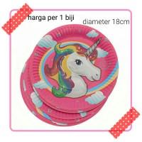 piring kertas karakter unicorn kuda tanduk