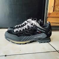 Sepatu gunung karrimor hot route low waterproof