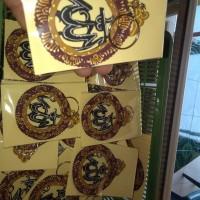 gantungan kunci wayang dan kaligrafi