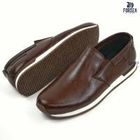Sepatu Sneakers Slip On Pria Casual Geovane Boardwalk Kulit Asli 2531