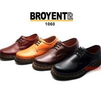 Sepatu Kulit model Docmart Low Boot warna hitam 1060 - Hitam