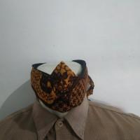 ikat kepala sunda topi tradisional totopong atas bolong