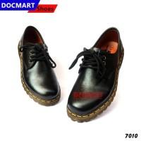Sepatu Low Boots Docmart Wanita Kulit Sapi Hitam 7010