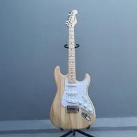 gitar listrik fender stratocaster warna kayu