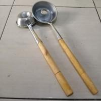 Sutil cetakan donat cair gagang kayu uk. besar 10 cm