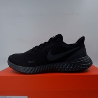 Sepatu Running/Lari Nike Revolution 5 Black Anthracite BQ3204-001 Ori