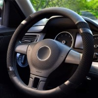 Cover setir mobil ini terbuat dari bahan PU leather yang lembut dan ny