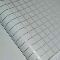 sticker kaca motif kotak putih tengah buram
