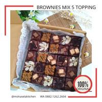 [TERENAK] Brownies Panggang Cokelat with 5 Toping Mix Komplit