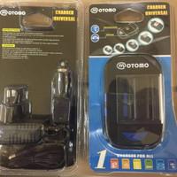 MOTOMO Car Universal Charger AA - AAA /Smartphone/camera Baterai