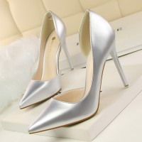 Sepatu High Heels Hak Lancip Bahan Kulit