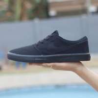 Sepatu Original Nike Sb Check Solarsoft Triple Black