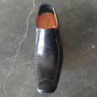 sepatu pantofel pria. bahan kulit. telapak viber