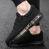 Sepatu Sneakers Pria Bahan Breathable Warna Hitam untuk Olahraga Lari