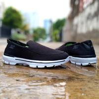 sepatu sneakers casual kasual skechers go walk 4 slip on slop cowok