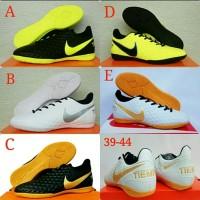 Sepatu Futsal Nike Dewasa