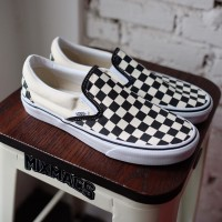 harga vans slip on checkerboard