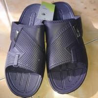 sandal karet tahan air