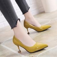 Sepatu High Heels Ujung Lancip Bahan Kulit Mengkilap