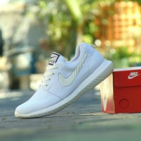 Sepatu Nike Roshe Run Full White Putih - Sport Casual Pria Wanita⠀