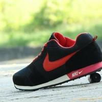 Sepatu Pria Sport Nike Waffle Trainer/Hitam Merah/Casual Cowok Cewek