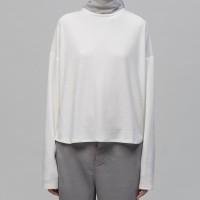 White oversize top ⠀⠀⠀⠀⠀⠀