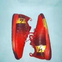 Sepatu Futsal Specs Swervo Thunderbolt 19 IN (Emperor Red/Gold)