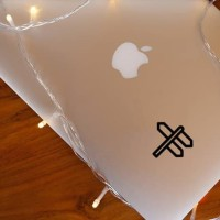 Decal Sticker Macbook Stiker Minimalis Penunjuk Arah Perjalanan Laptop