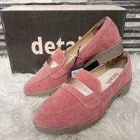 flat shoes details warna pink