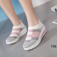 Sepatu Wanita Slip On Kiara SP51 Abu Pink