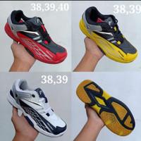 Sepatu badminton anak