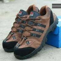 sepatu boots pendek tracking naik gunung pria safety ujung besi