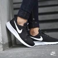 Sepatu Nike tanjun black white