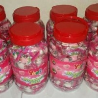 Permen Yupi Strawberry Love Toples 300gr isi 125pcs