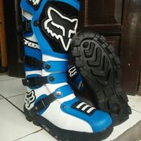 sepatu cross lokal warna biru putih F0