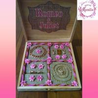 kotak tempat pajangan display perhiasan cincin kalung gelang anting
