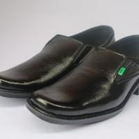 Sepatu pantofel pria formal kulit asli model Kickers