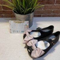 Sepatu Jelly Anak Replika Mini Melissa Hitam Pita Pink