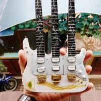 mainan miniatur gitar listrik