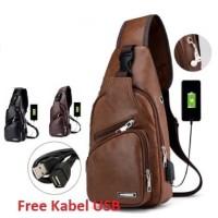 Tas Selempang Pria Kulit Sling Bag kulit USB Port Tas Selempang Bahu01 - Cokelat Muda