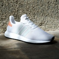 SEPATU SNEAKERS WANITA ADIDAS SWIFT RUN WHITE ORANGE 100 % ORIGINAL