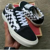 Vans shoes pria