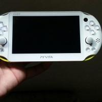 Ps Vita Slim PCH2000   memori card 64 gb full games