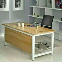Meja kerja/belajar/kantor