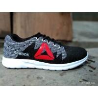 sepatu sneakers reebok running olahraga voly badminton