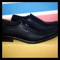 Sepatu Fantofel Pria Black Hitam / Pantofel Pria Kulit Sintesis -